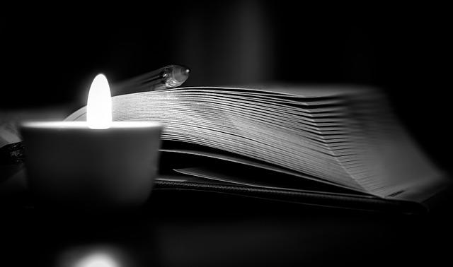 kniha a svíčka
